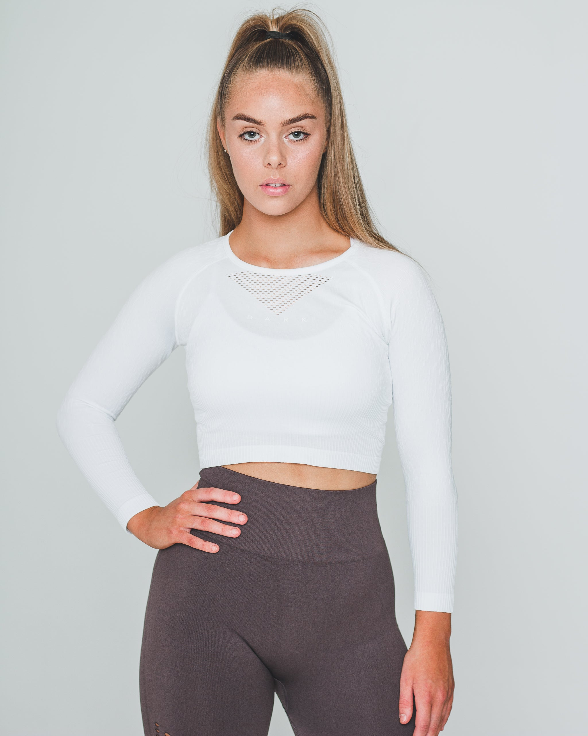 SEAMLESS SV3 CROPPED LONG SLEEVE | WHITE - Dark Apparel