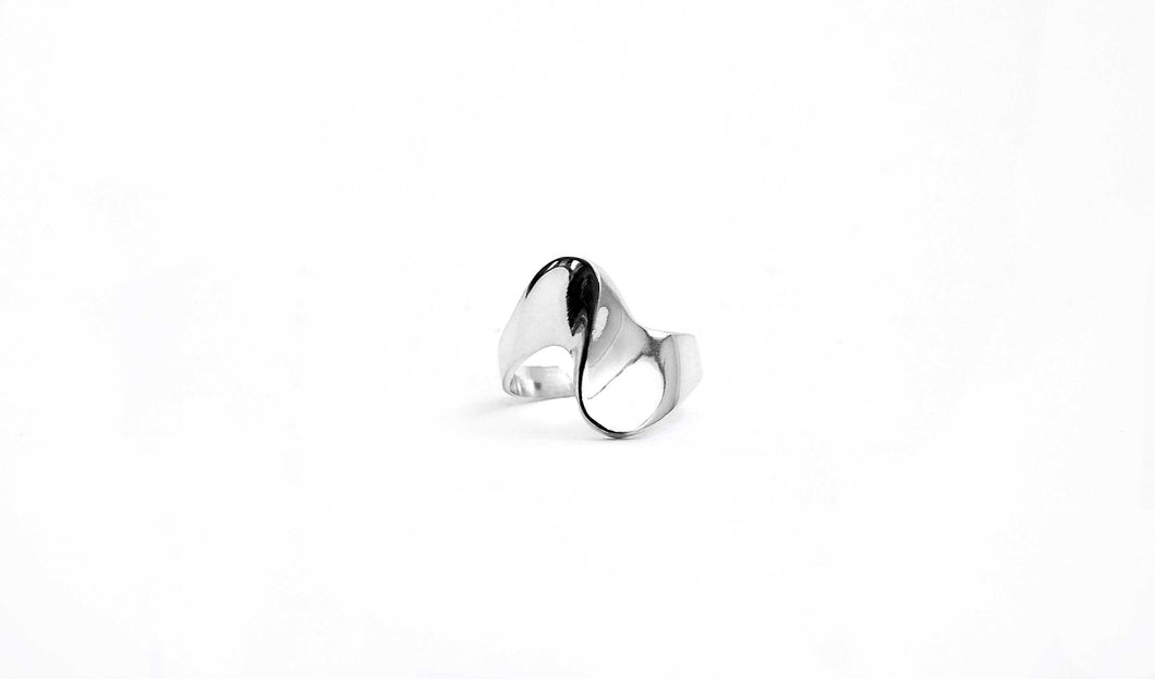 Vela Silver Twisted Ring