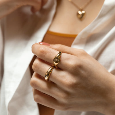 Curve Gold Ring