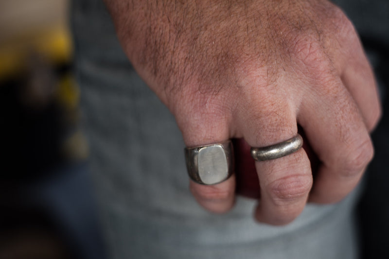 The Gentleman Ring - Large Signet Ring