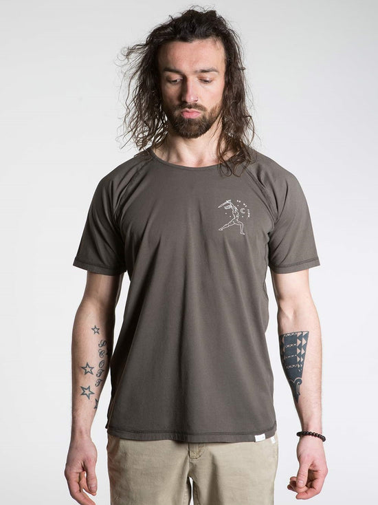 SO WE FLOW... soweflow... Short Sleeve Top Men's Yoga Tee Warrior T-Shirt Grit Brown - Activemen Clothing