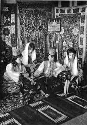 Turkish women smoking hookah around 1910