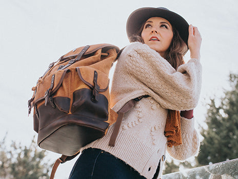 woman wearing her midnight rider hat with her safari gold backpack