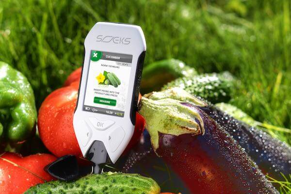 Nitrate Tester SOEKS EcoVisor measuring Nitrates in Vegetables