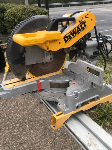 Dewalt Double Bevel Sliding Compound Miter Saw with Table
