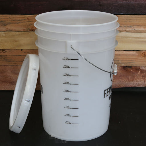 6.5 Gallon Bucket Fermentor with lid