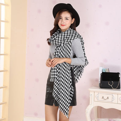 Monochrome Plaid Scarf with Tassel