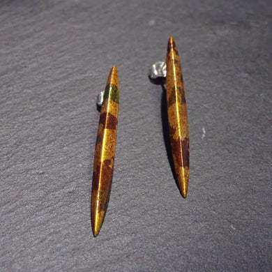 Pierced earrings long gold leaf