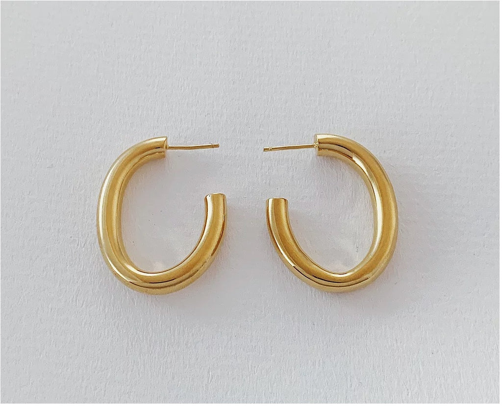 The Oval Hoop in Gold