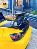 honda-s2000-carbon-fibre-bootlid-on-car