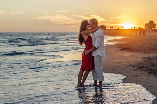 A pair of lovers kissing at the beach