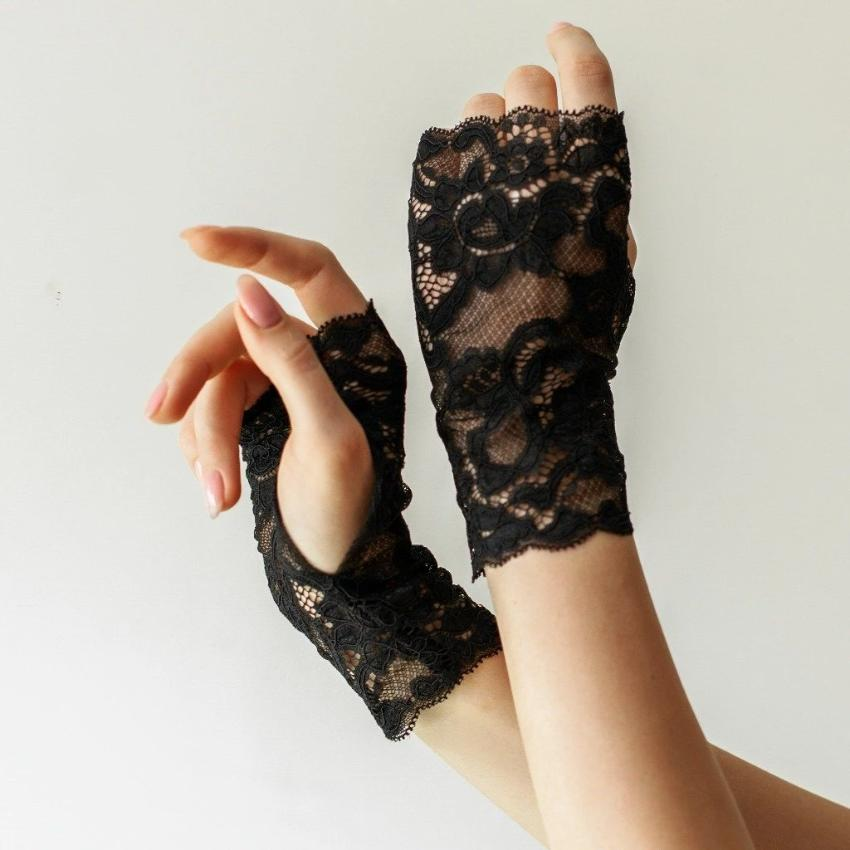 Cotton | Chanty Lace Gloves | Sublime Flowers | Black | One Size