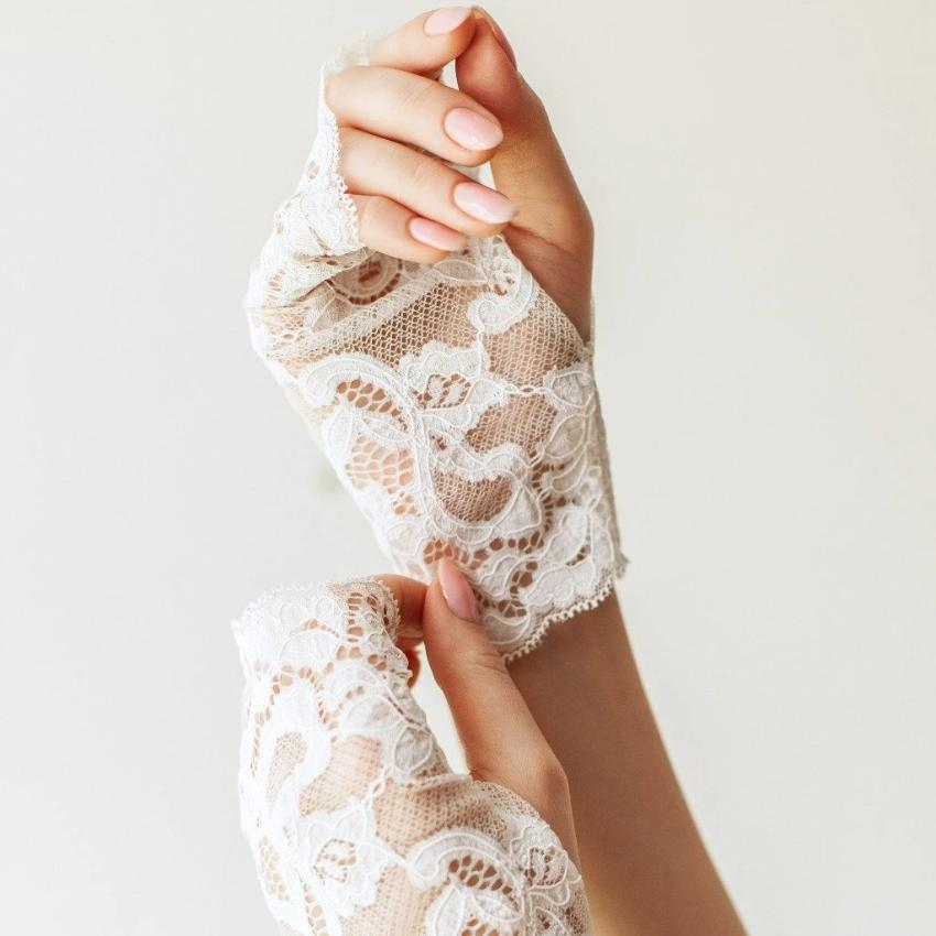 Cotton | Chanty Lace Gloves | Sublime Flowers | White | One Size