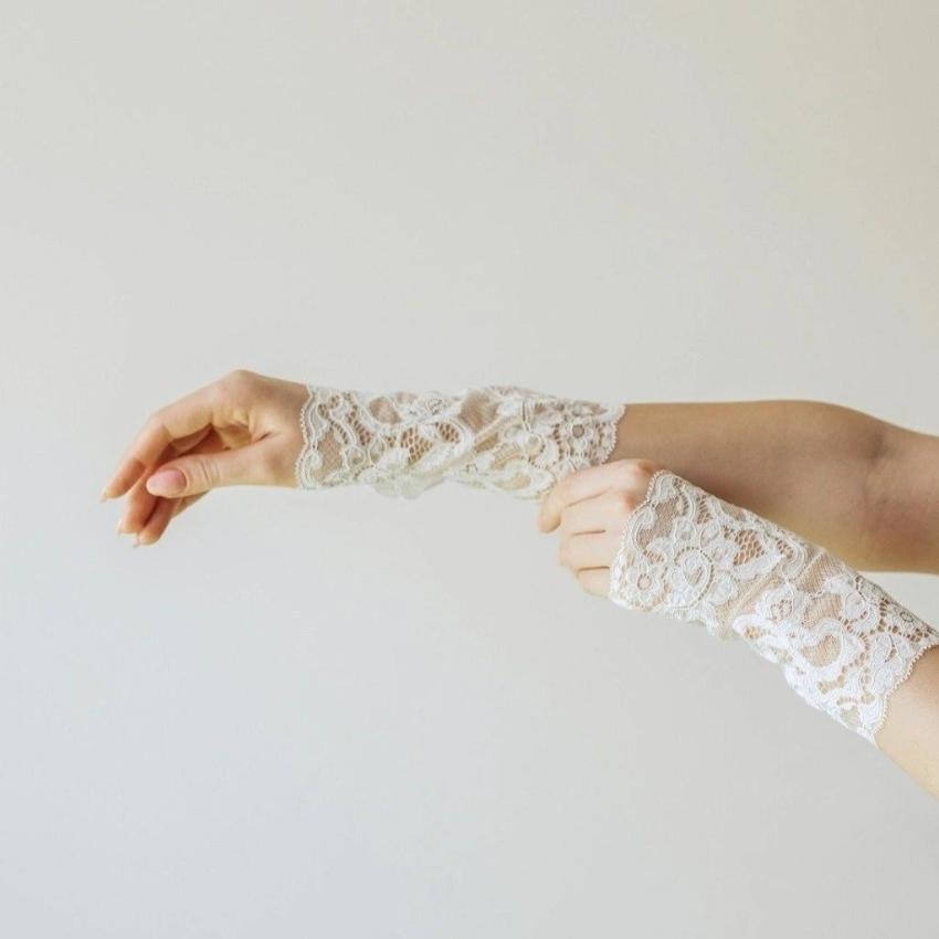 Cotton | Chanty Lace Gloves | Sublime Flowers | Creme | One Size