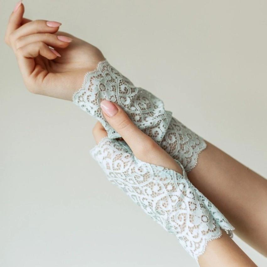 Cotton | Chanty Lace Gloves | Ornamental Flowers | Crystal | One Size
