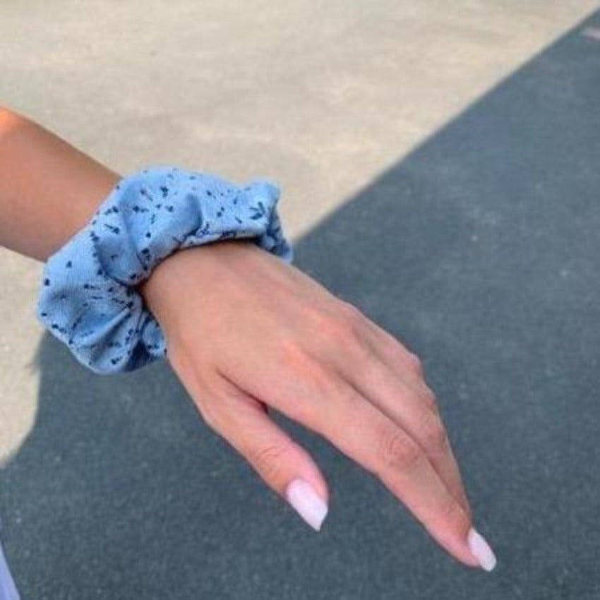 Scrunchy | Flowery Field | Steel Blue