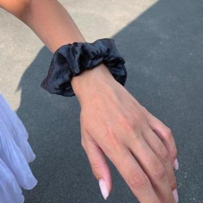 Scrunchy | Winded Leaves | Shiny Black