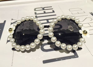 PEARL & WHITE FLOWER EMBELLISHED ROUND FESTIVAL SUNGLASSES