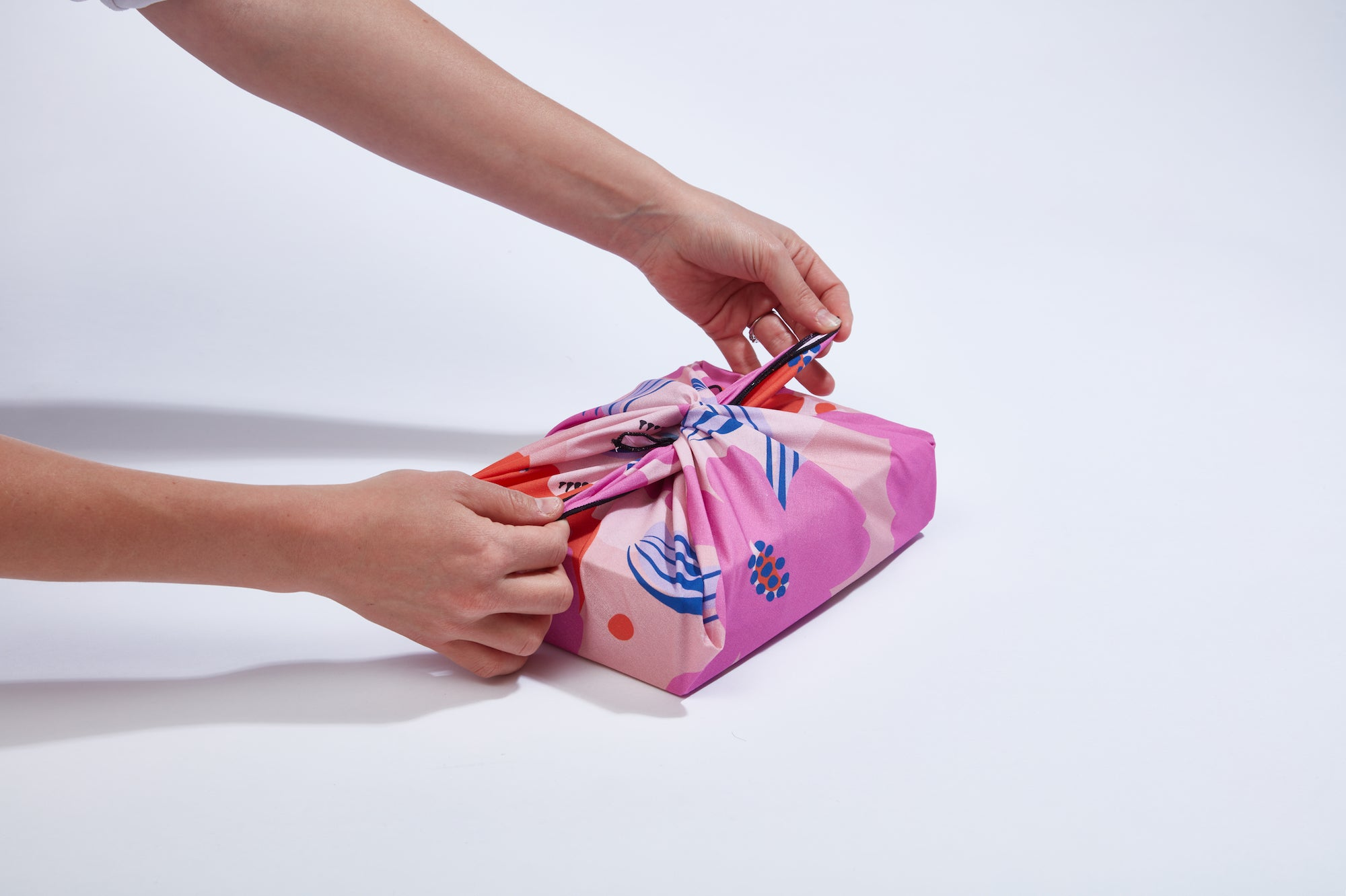 Wrappr How to Wrap a Christmas Gift