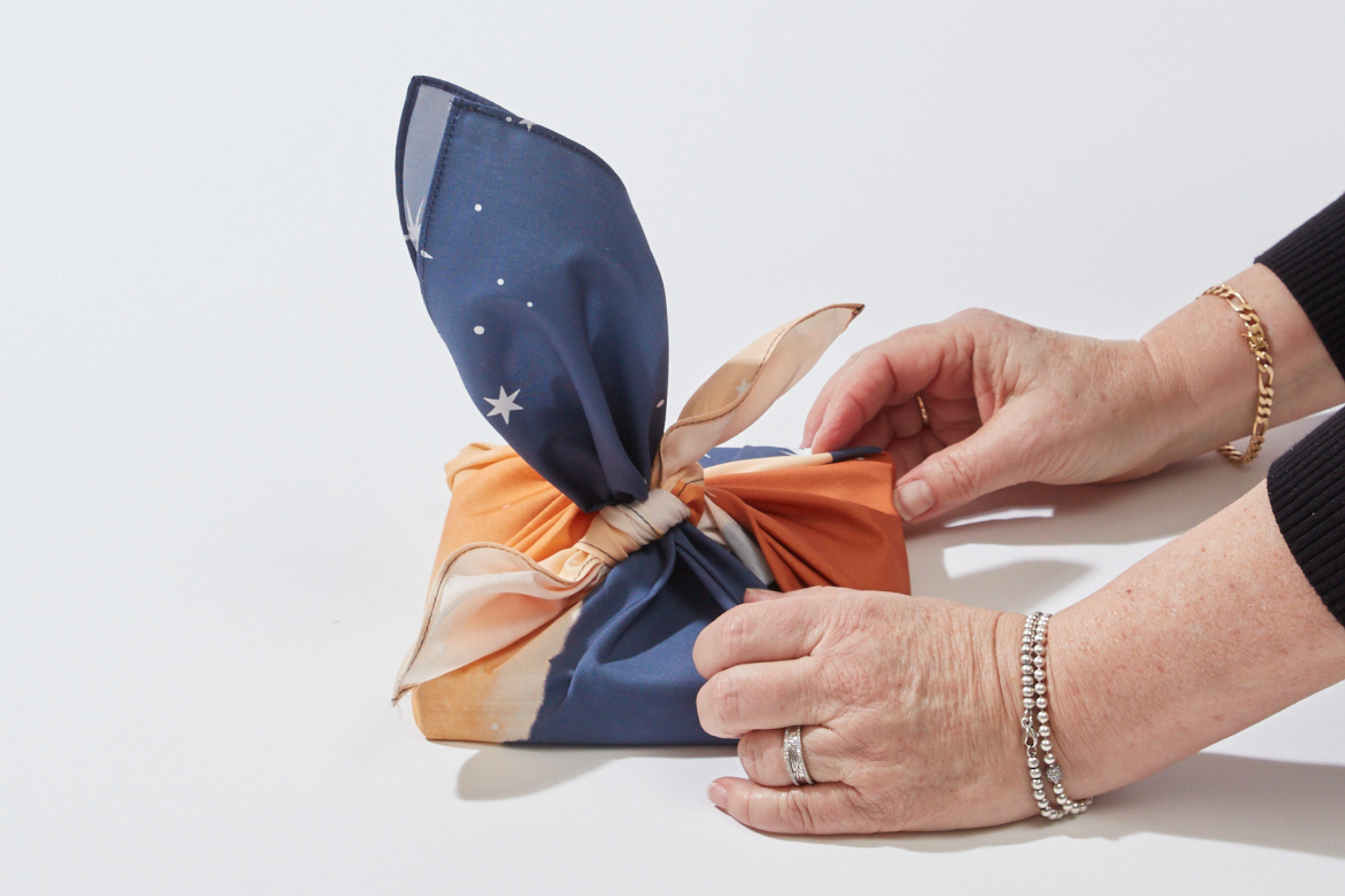 Wrappr Tutorial How to do Rose Wrapping with Furoshiki Gift Wrap