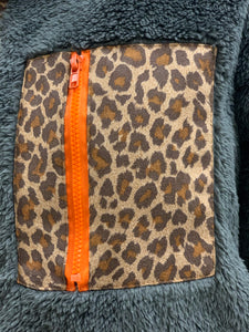 THE ABI LEOPARD POCKET SHERPA - charcoal