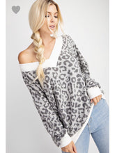 Load image into Gallery viewer, THE PARKER LEOPARD V NECK