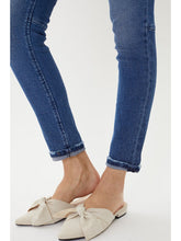 Load image into Gallery viewer, THE QUINCY MID RISE ANKLE SKINNY W/ DARTS