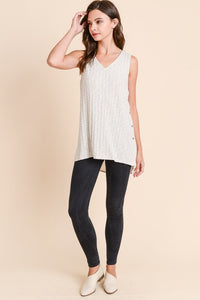 THE NANCY SIDE BUTTON TOP - Taupe