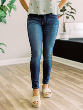 Load image into Gallery viewer, THE SHEILA NON DISTRESSED SKINNY DENIM