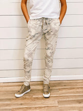 Load image into Gallery viewer, THE KARLY LIGHTWEIGHT CAMO JOGGERS