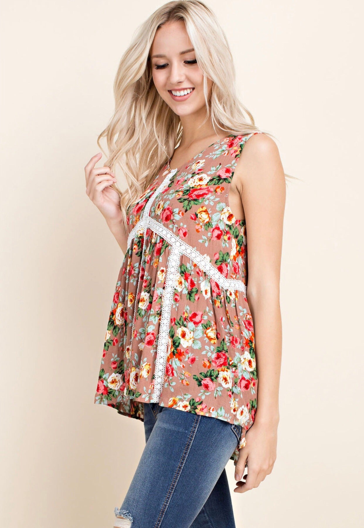 FLORAL EMBROIDERED SLEEVELESS TOP