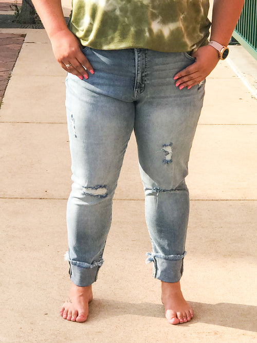 THE JOANNIE DISTRESSED CLASSIC SKINNY JEAN