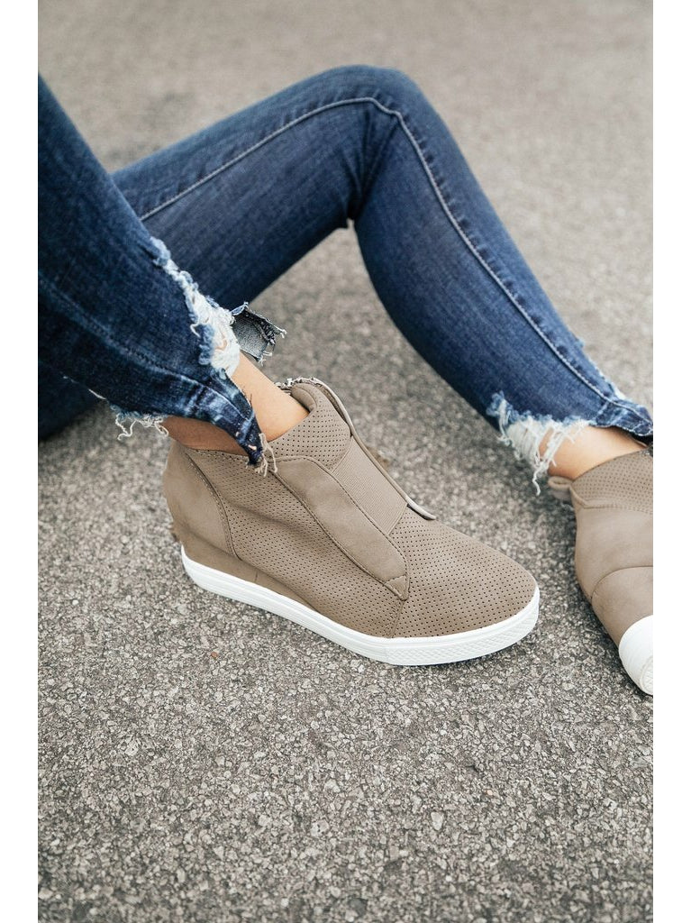 THE AMY WEDGE SNEAKER - taupe & grey