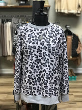Load image into Gallery viewer, THE HAYLEY LEOPARD TOP - 3 colors