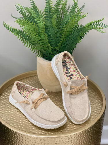 THE VERY G DOLLY NATURAL SNEAKER