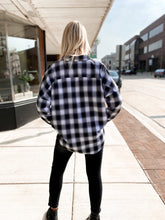 Load image into Gallery viewer, THE CARRIE POCKET FLANNEL TOPS - 2 colors