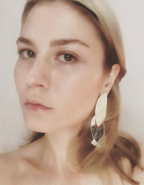 Malin Buska wearing Pleat earring by Sara Robertsson col ed