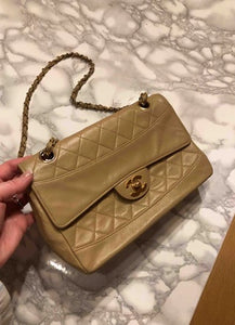 CHANEL - Leather handbag
