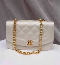 CHANEL - Diana bag