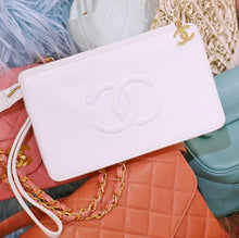 CHANEL - White Pochette