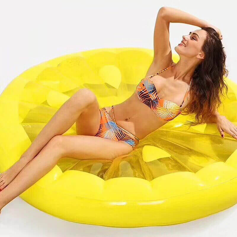 Giant pool floats - Metfine