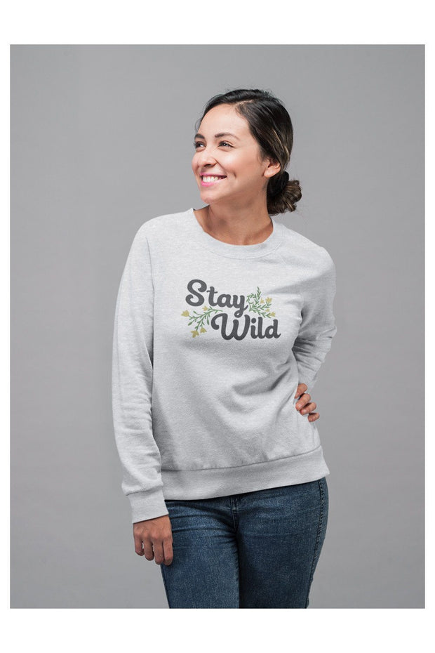 pull_femme_coton_bio_stay_wild_flowers_model