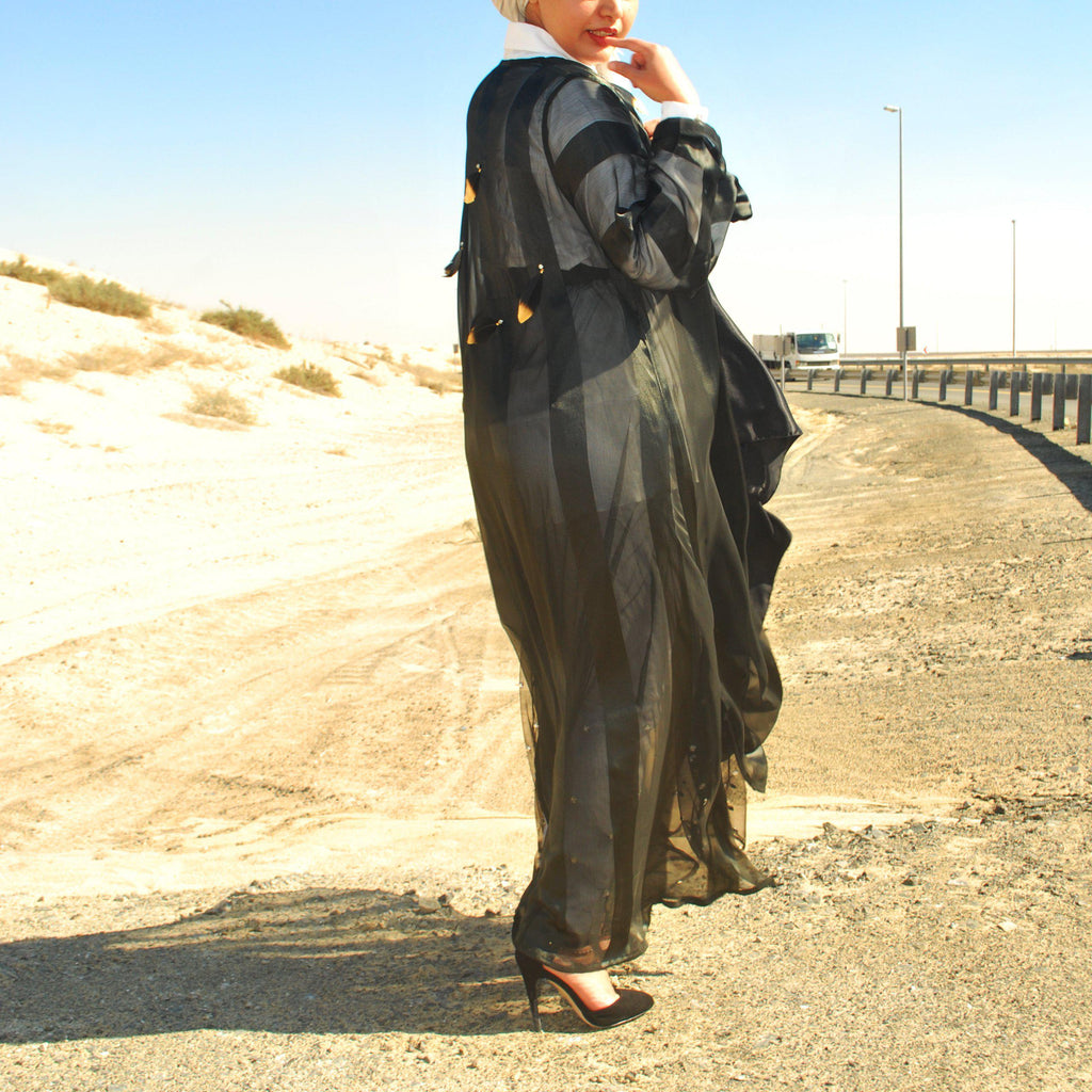 Striped abaya with feathers
