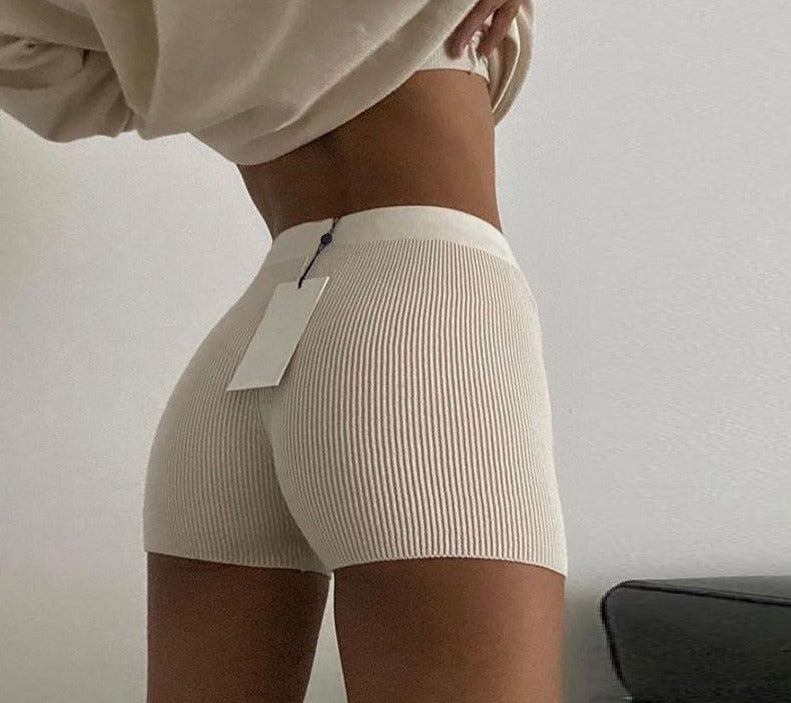 KNITTED SHORT