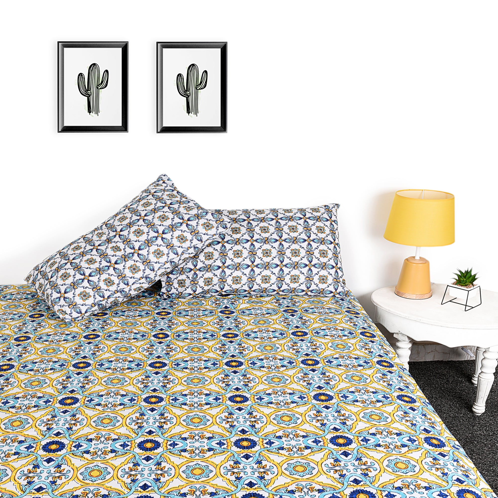 Pattern Design Bed Sheet With Pillows