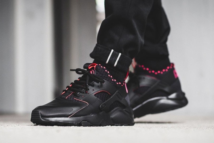 HUARACHE ULTRA SE BLACK SOLAR RED