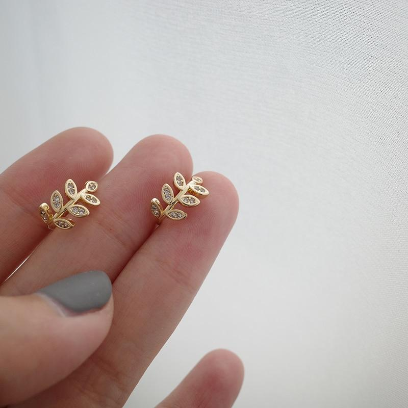 K-Style Accessories: Jewelry Gold Leaf Ear Cuff