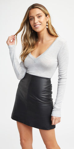 VEE NECK LONG SLEEVE TOP