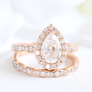 Luna Halo Bridal Set in Scalloped Band w/ Pear Moissanite and Diamond