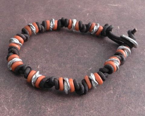 KNOTTED LEATHER BRACELET WITH AMBER BEADS